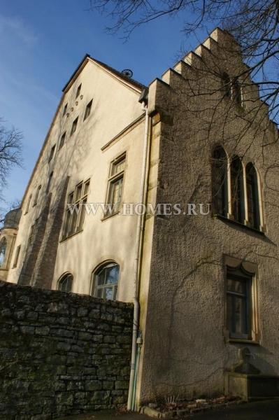 Отреставрированный  замок в Западной  Германии
