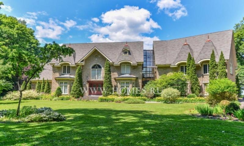 Великолепный каменный дом в Монреале