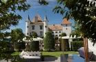 Замок на озере Женева