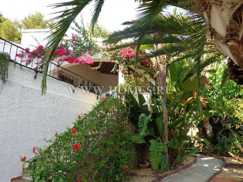 Красивая вилла с видом на море в Морайра