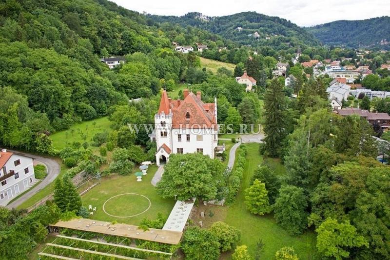 Романтический замок в  Граце
