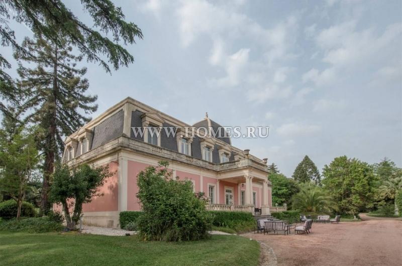 Прекрасный дворец в городе Элваш