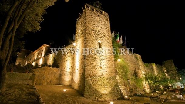 Роскошный замок неподалеку от Рима