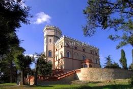 Статьи и обзоры → Покупка замка в Италии