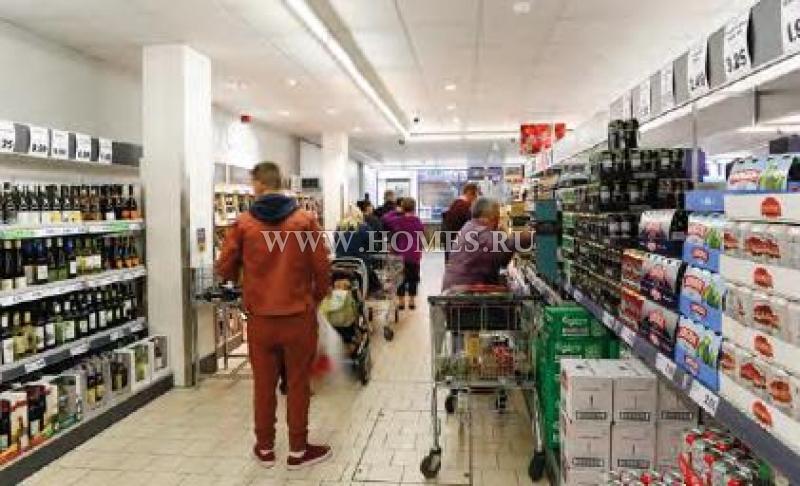 Продуктовый супермаркет в центре Олдершота