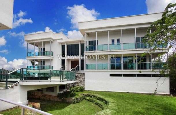 Современный особняк в Майами