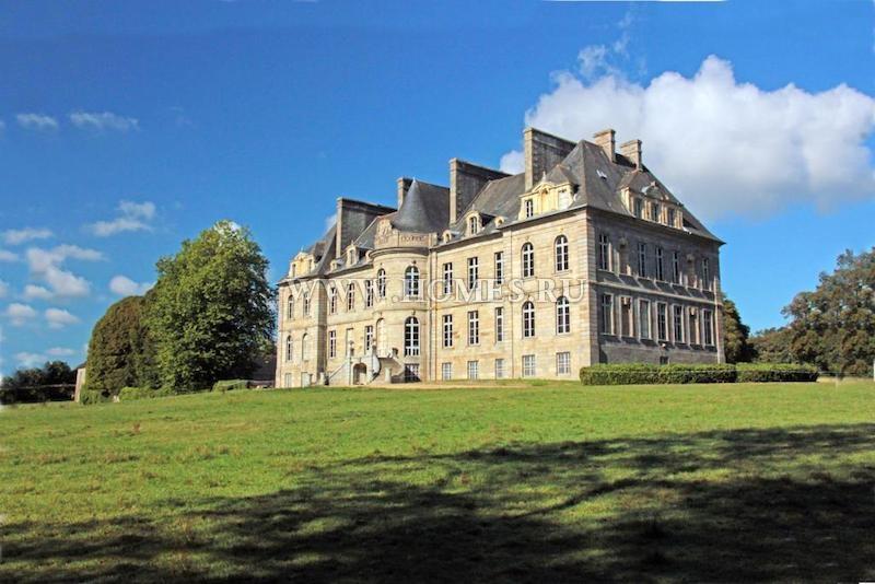Потрясающий замок в Сен-Бриё (Бретань)