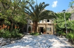 Красивый каменный дом в поселке Ораховец