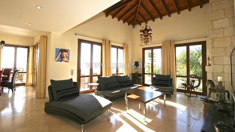 Чудесный дом в Пафосе