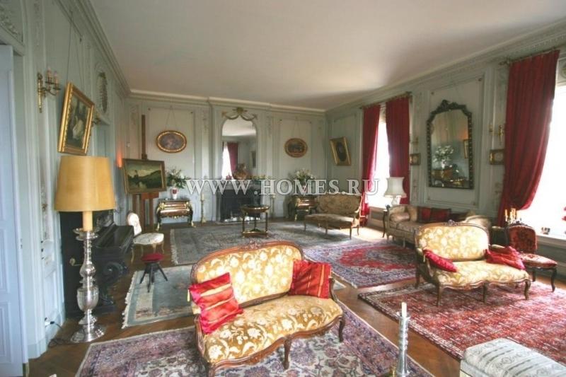 Исторический особняк в Турени