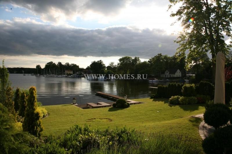 Элегантная  вилла на берегу озера