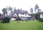 Классический дом неподалеку от озера Балтэзерс