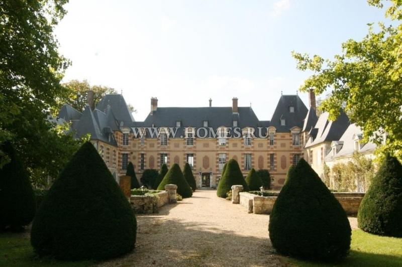Исторический замок в Нормандии