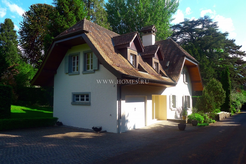 Традиционный дом в швейцарском городе Монтрё