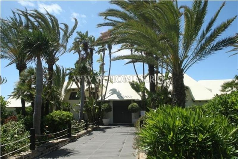 Очаровательная вилла на побережье расположена в Лос Монтерос