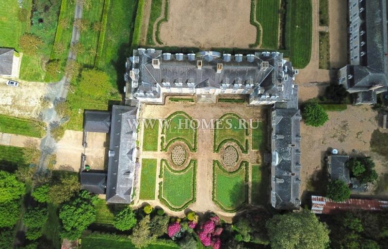 Очаровательный замок, подарок Людовика XIV в Шато-Гонтье