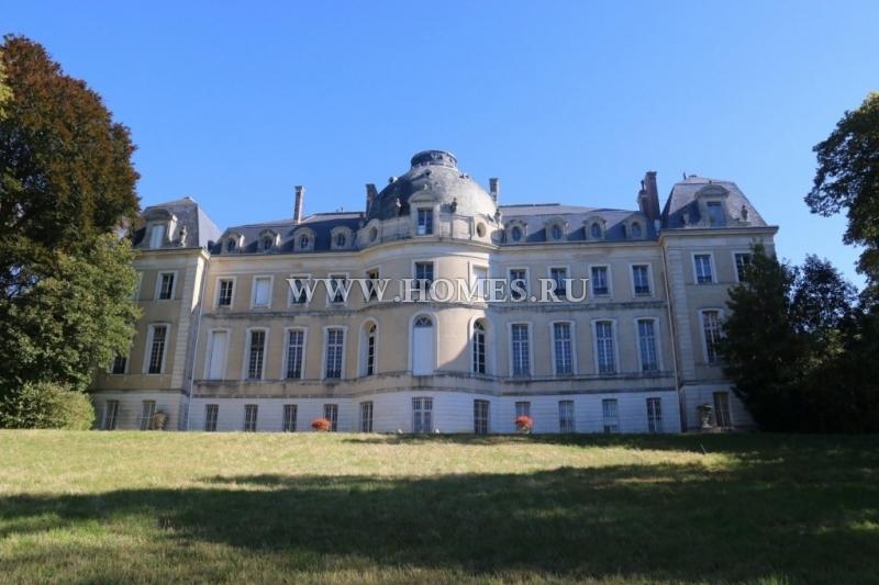 Прекрасный замок неподалеку от Парижа