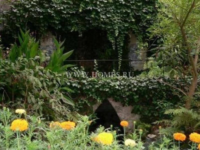 Старинный замок в городе Синтра