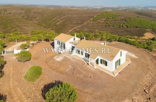Великолепный дом с виноградником в Лагосе