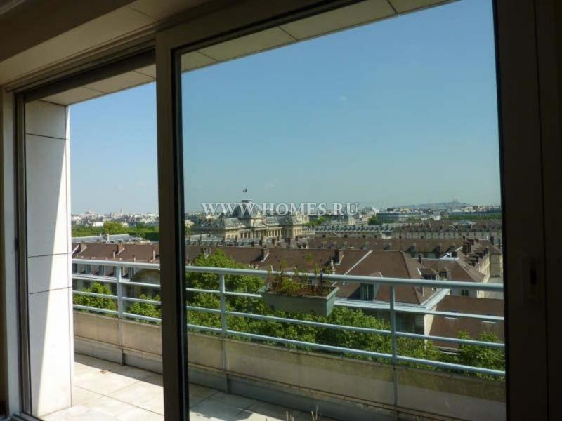 Апартаменты с прекрасным видом на Эйфелеву башню