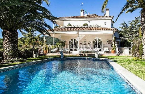Дом в классическом стиле на побережье Маресме
