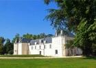 Величественный замок в городе Коньяк