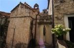 Два чудесных дома с исторической часовней