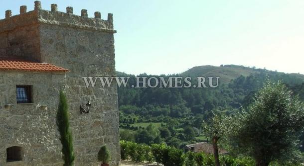 Старинный замок в деревне Анхос