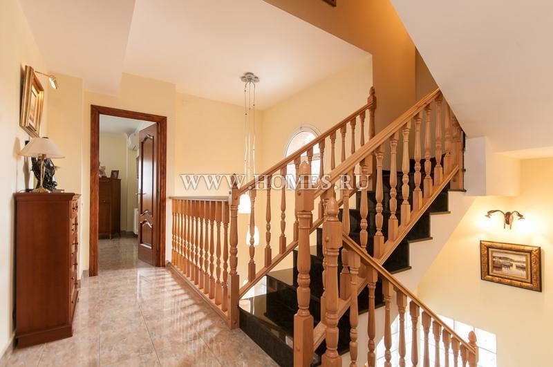 Великолепный дом в Сан-Жуст-Десверне