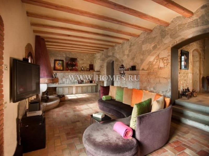 Красивый загородный дом в самом сердце города Альт-Эмпорда