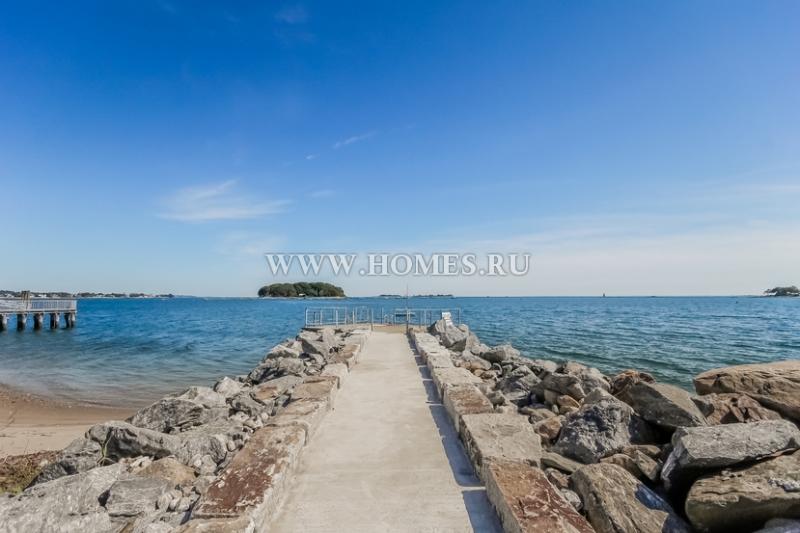 Потрясающий особняк на побережье в Норуолке