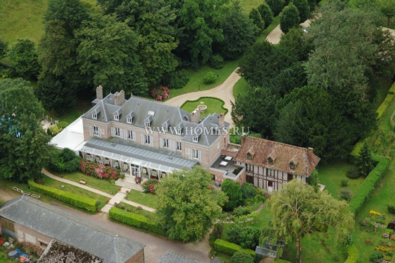 Потрясающий замок в Нормандии