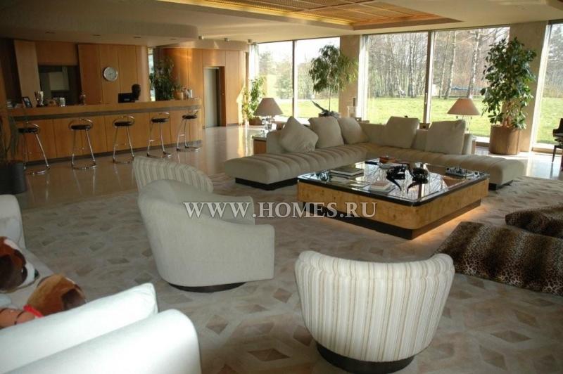 Великолепный дом на берегу озера Невшатель