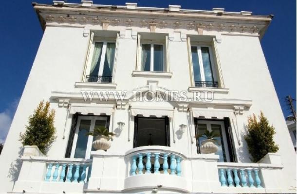 Великолепный дом на берегу моря во Франции