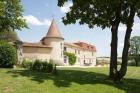 Романтичный замок в пригороде Ангулема