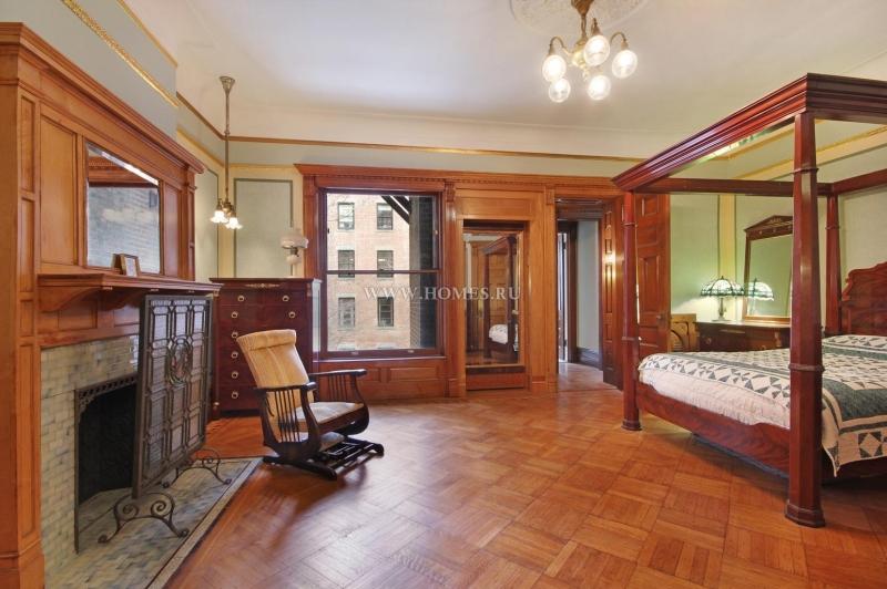 Таунхаус в классическом стиле в Нью-Йорке