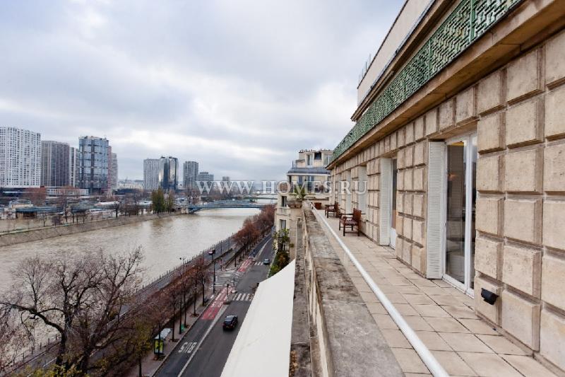 Роскошный двухэтажный пентхаус в центре Парижа