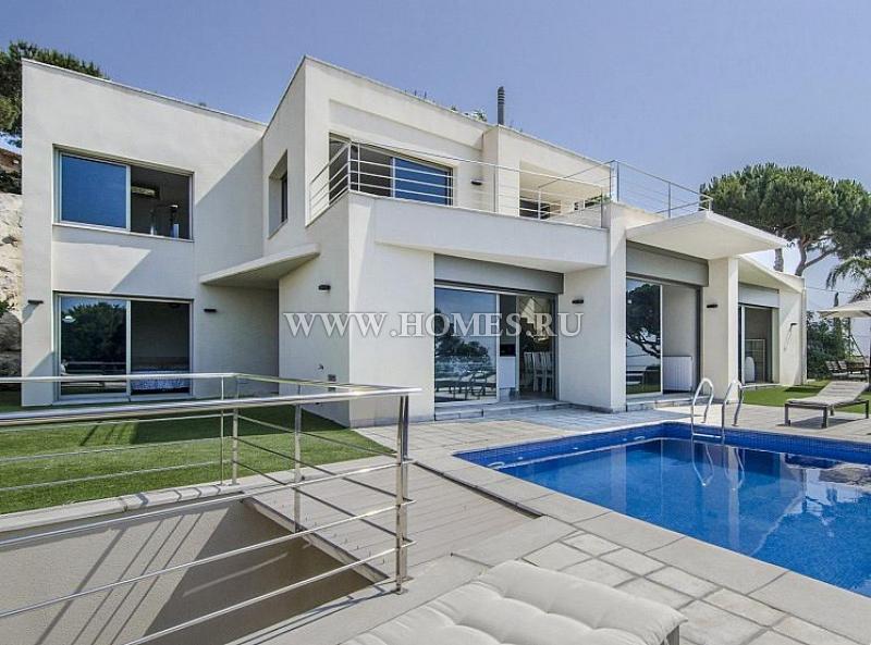 Вилла в стиле модерн на побережье Маресме