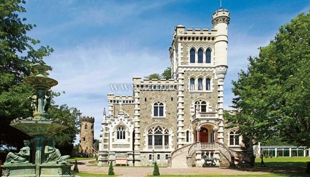 Роскошный замок в Колоньи