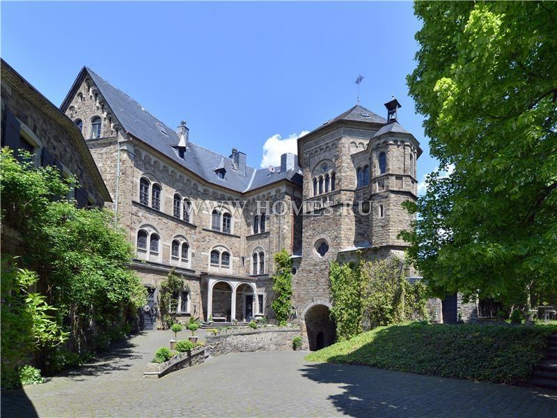 Редкий замок в Бад-Брайзиге