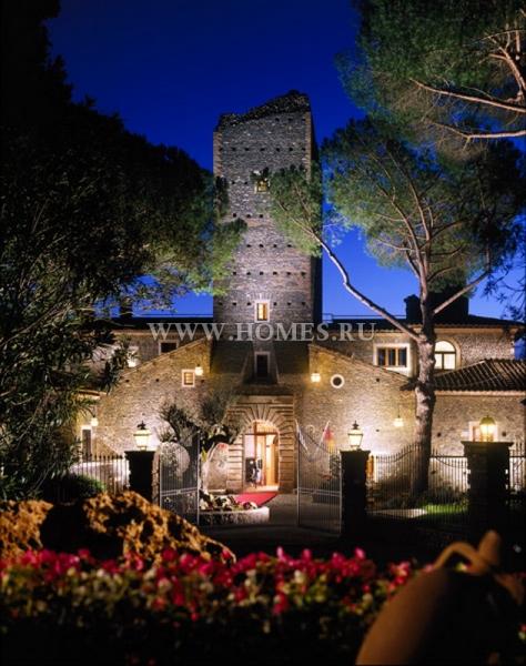 Роскошный замок под Римом