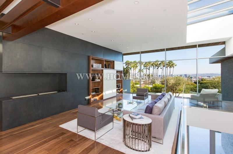 Современный особняк в Голливуде