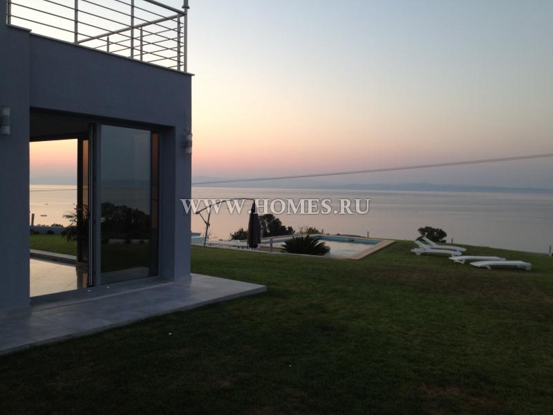 Двухэтажная вилла на полуострове Кассандра
