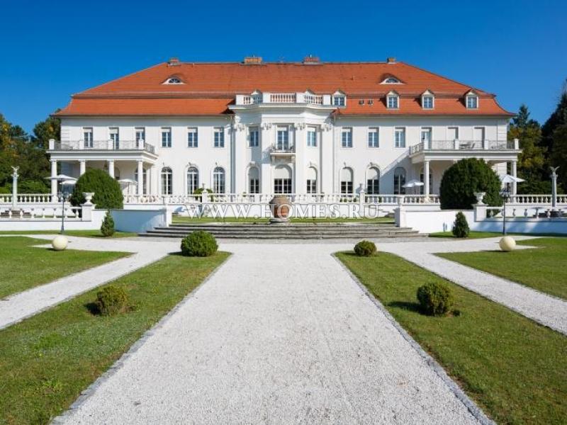 Потрясающий замок в  Бранденбурге
