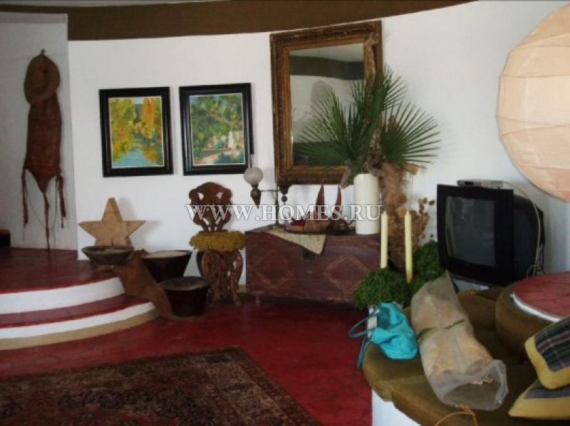 Замечательный отель в прибрежном городе Розес