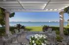 Прекрасный особняк с видом на залив в Майами