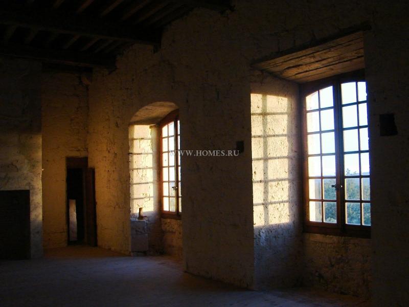 Уникальный исторический замок 13 века