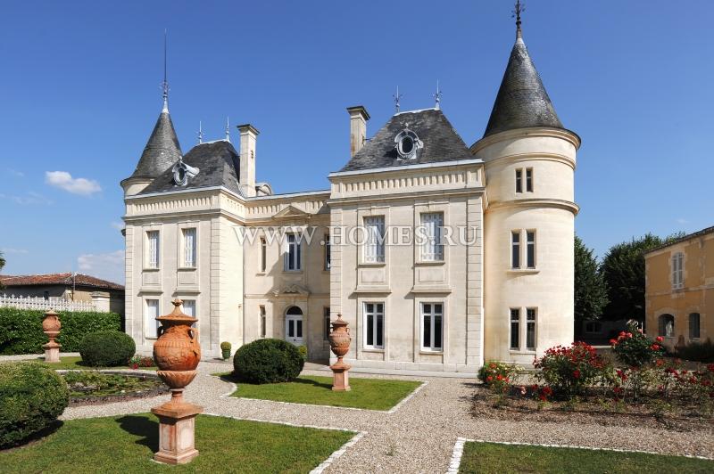 Красивый замок рядом с Коньяком