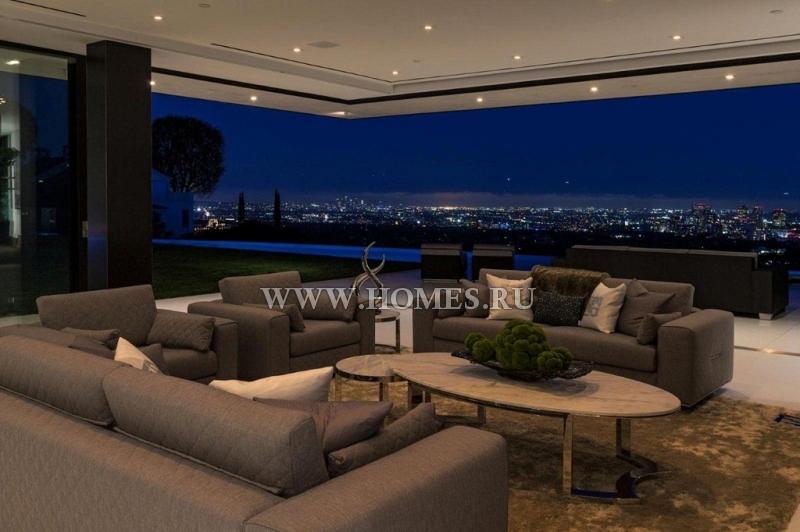 Яркий дом в Лос-Анджелесе