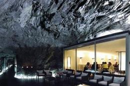 Новости рынка → Швейцария: элитный отель продан за 1000$